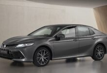 صورة Toyota Camry Hybrid 2021: Fresh Look & New Tech